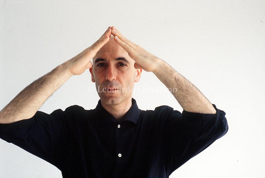 2000: ALBERTO CASTELVECCHI, EDITOR © Leonardo Cendamo