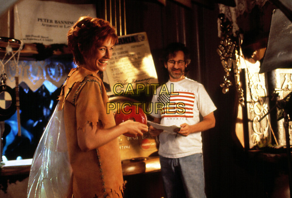 Hook (1991) <br /> Behind the scenes photo of Julia Roberts &amp; Steven Spielberg<br /> *Filmstill - Editorial Use Only*<br /> CAP/KFS<br /> Image supplied by Capital Pictures