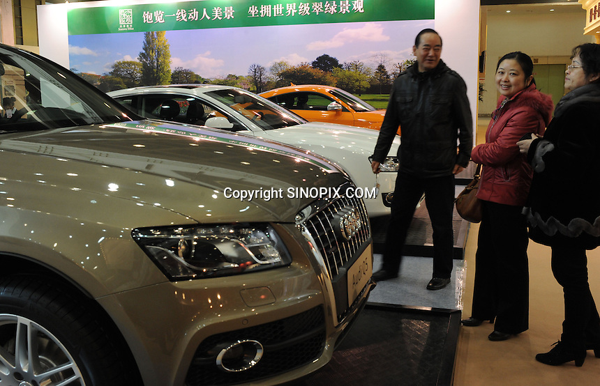 Buyers at the Hangzhou International Luxury Exhibition in Hangzhou, China 24 Jan 2010.<br /> <br /> PHOTOS BY SINOPIX