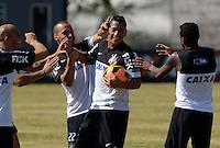 SÃO PAULO,SP, 13 julho 2013 -   Jogadores brincam com Ralf durante treino do Corinthians no CT Joaquim Grava na zona leste de Sao Paulo, onde o time se prepara  para para enfrenta o Atletico MG pelo campeonato brasileiro . FOTO ALAN MORICI - BRAZIL FOTO PRESS