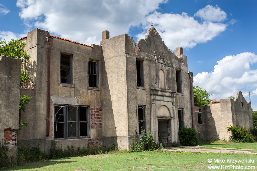 Old abandoned school building in Mosheim, TX
