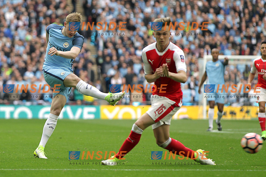 Kevin De Bruyne of Manchester City shoots at goal <br /> London 23/04/2017 <br /> Arsenal vs Manchester City - FA Cup Semi Final <br /> Foto Darren Staples/PHCImages / Panoramic/Insidefoto <br /> ITALY ONLY