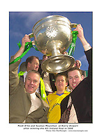 Paidi OSe with team captain Seamus Moynihan after winning in 2000..Picture by Don MacMonagle
