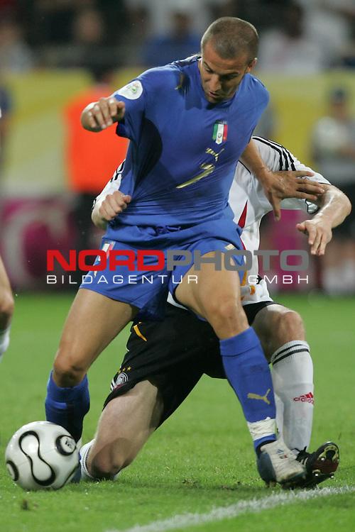 FIFA WM 2006 -  Semi Finals / Halbfinale<br /> Play    #61 (04-Juli) - Deutschland - Italien 0:2 n.V.<br /> <br /> Alessandro Del Piero von Italien in Einzel Aktion.<br /> Alessandro Del Piero im Zweikampf.<br /> <br /> Foto &copy; nordphoto