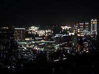 Blick &uuml;ber Taedong-Fluss und das n&auml;chtliche Pyongyang, Nordkorea, Asien<br /> View over Taedong Riverat night, Pyongyang, North Korea, Asia