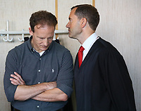 Der Angeklagte Alexander Falk mit seinen Verteidigern der Kanzlei Wöllky, Gerke, Wollschläger im Landgericht Frankfurt im Fokus der Medien - 21.08.2019: Prozessauftakt gegen Alexander Falk