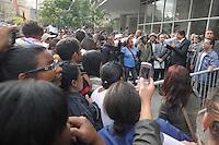 SAO PAULO, SP, 26.09.2013 -O Prefeito Fernando Haddad fala com o grupo de 1mil moradores da Fazendinha Jardim Vista Alegre zona norte realiza um protesto em frente a Camara Municipal de Sao Paulo. (Foto: Adriano Lima / Brazil Photo Press)