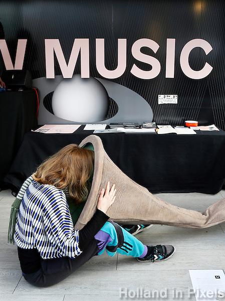 Nederland Eindhoven 2016 .DDW. Dutch Design Week. Music Lab. Bellyhorn van Diannne Verdonk . Foto Berlinda van Dam / Hollandse Hoogte