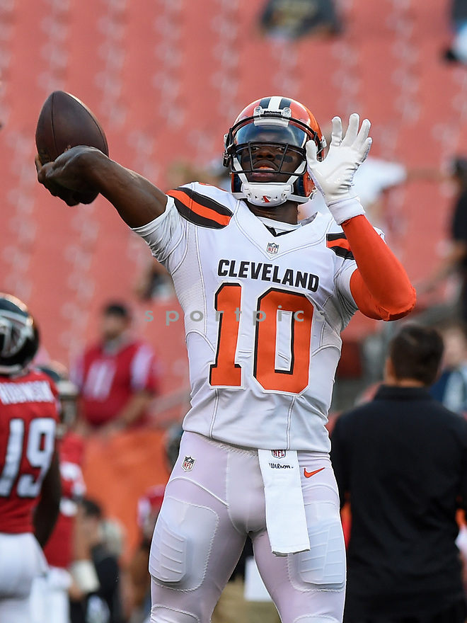 CLEVELAND, OH - AUGUST 18, 2016: Quarterback Robert Griffin III #10 of the Cleveland Browns throws a pass prior to a preseason game on August 18, 2016 against the Atlanta Falcons at FirstEnergy Stadium in Cleveland, Ohio. Atlanta won 24-13. (Photo by: 2016 Nick Cammett/Diamond Images) *** Local Caption *** Robert Griffin III