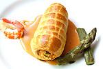 Bracet farcit de marisc amb esparregs, acompanyat de llagosti sobre nantua - Bracito Relleno de marisco con esparragos sobre nantua-