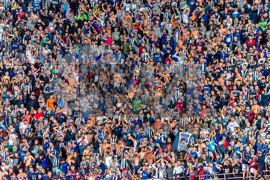 SÃO PAULO, SP, 13.02.2019 - SÃO PAULO-TALLERES- Torcida do Talleres comemora classificação durante partida contra o São Paulo em jogo válido pela 2ª rodada de volta da Copa Libertadores da América 2019 no Estádio do Morumbi em São Paulo, nesta quarta-feira, 13. (Foto: Anderson Lira/Brazil Photo Press/Folhapress)