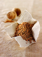 Whole & ground nutmeg powder