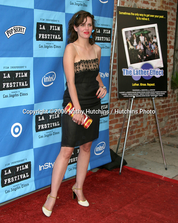 "Ione Skye.""The Lather Effect"" Premiere.Mann's Festival Theater.Westwood, CA.June 26, 2006.©2006 Kathy Hutchins / Hutchins Photo...."