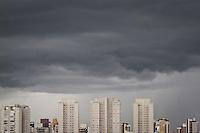 SÃO PAULO,SP,13 MARÇO 2013 - CLIMA TEMPO - Nuvens carregadas na manhã de hoje na região de Vila Prudente na zona leste.FOTO ALE VIANNA - BRAZIL PHOTO PRESS.
