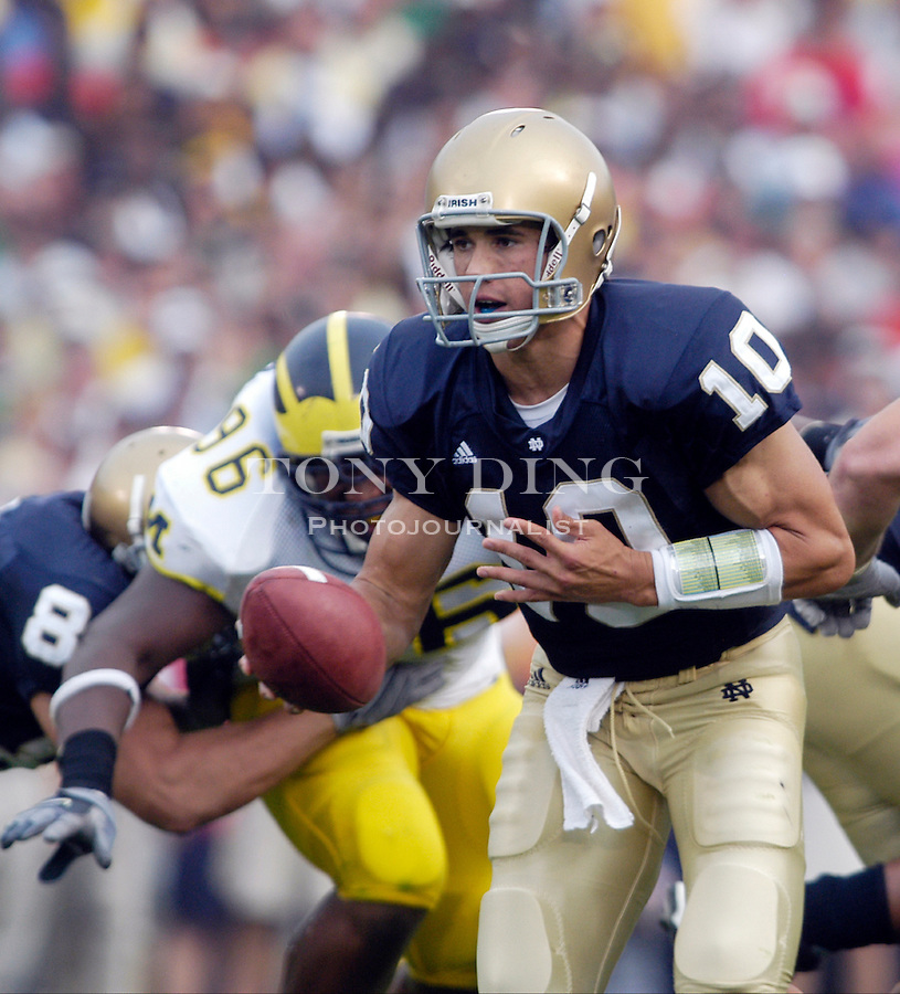 Irish sophomore Brady Quinn (10) during the Wolverines' 28-20 loss to Notre Dame on Saturday, September 11, 2004 at Notre Dame Stadium in South Bend, Indiana. (Photo by TONY DING/Daily).