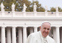 Papa Francesco lascia il sagrato al termine dell'udienza generale del mercoledi' in Piazza San Pietro, Citta' del Vaticano, 29 ottobre 2014.<br /> Pope Francis leaves at the end of his weekly general audience in St. Peter's Square at the Vatican, 29 October 2014.<br /> UPDATE IMAGES PRESS/Riccardo De Luca<br /> <br /> STRICTLY ONLY FOR EDITORIAL USE