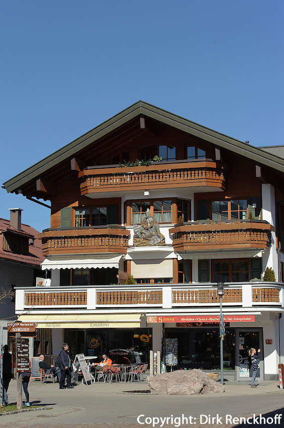 Schnitzerei an Haus in Oberstdorf im Allg&auml;u, Bayern, Deutschland<br /> house with carving  in Oberstdorf, Allg&auml;u, Bavaria,  Germany