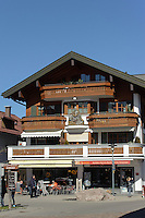 Schnitzerei an Haus in Oberstdorf im Allgäu, Bayern, Deutschland<br /> house with carving  in Oberstdorf, Allgäu, Bavaria,  Germany