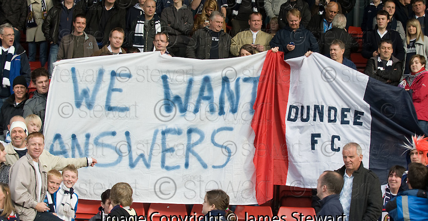 16/10/2010   Copyright  Pic : James Stewart.sct_jsp018_stirling_v_dundee  .:: DUNDEE FANS AT STIRLING ::  .James Stewart Photography 19 Carronlea Drive, Falkirk. FK2 8DN      Vat Reg No. 607 6932 25.Telephone      : +44 (0)1324 570291 .Mobile              : +44 (0)7721 416997.E-mail  :  jim@jspa.co.uk.If you require further information then contact Jim Stewart on any of the numbers above.........