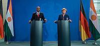 Berlin, 20130508CB018, Bundeskanzlerin Angela Merkel (CDU) und der Staatspräsident der Republik Niger, Mahamadou Issoufou, am Mittwoch (08.05.13) im Bundeskanzleramt in Berlin bei einer Pressebegegnung
