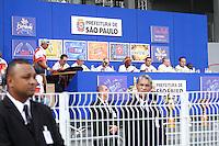 SAO PAULO, SP, 12 FEVEREIRO 2013 - CARNAVAL SP - APURAÇÃO DE VOTOS DAS ESCOLAS  DE SAMBA DE SÃO PAULO  -  Integrantes da escolas d de São Paulo durante a apuração dos votos das escolas de samba  do Grupo Especial  no Sambódromo do Anhembi na região norte da capital paulista, nesta quarta-feira, 12. (FOTO:  LOLA OLIVEIRA / BRAZIL PHOTO PRESS).