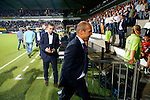 Nederland, Almelo, 29 augustus 2015<br /> Eredivisie<br /> Seizoen 2015-2016<br /> Heracles Almelo-FC Twente<br /> Alfred Schreuder, trainer-coach van FC Twente verlaat het veld na afloop van de wedstrijd. Achter hem assistent-coach Rene Hake