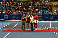 SAO PAULO, SP, 08 DEZEMBRO 2012 - GILLETTE FEDERER TOUR 2012 - A ex tenista brasileira Maria Esther Bueno recebe homenagem apos partida das tenistas norte-americana Serena Williams  e a bielorussa Victoria Azarenka no internacional Gillette Federer Tour 2012 no Ginasio do Ibirapuera na noite deste sabado, 08 (FOTO: WILLIAM VOLCOV / BRAZIL PHOTO PRESS).