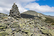 Rock cairn along the Davis Path with Mount Washignton in the background in the White Mountains, New Hampshire.