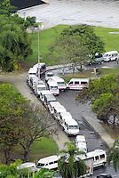 RIO DE JANEIRO, RJ 15 DE AGOSTO 2012 - Nesta manh&atilde; de quarta feira (15), motoristas do transporte alternativos chamados aqui de VAM, fazem uma grande manifesta&ccedil;&atilde;o onde parou a cidade do Rio de Janeiro.<br /> FOTO RONALDO BRANDAO/BRAZIL PHOTO PRESS