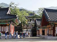 buddhistischer Hwaeomsa Tempel in Jirisan Nationalpark, Provinz Jeollanam-do, Südkorea, Asien<br /> buddhist Hwaeomsa temple in Jirisan national park, province Jeollanam-do, South Korea, Asia