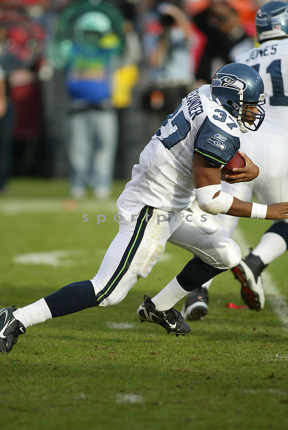 SHAUN ALEXANDER, of the Seattle Seahawks ,during their game against  the  San Francisco 49ers on Novmeber 19, 2006 in San Francisco, CA...49ers win 20-14..Rob Holt / SportPics