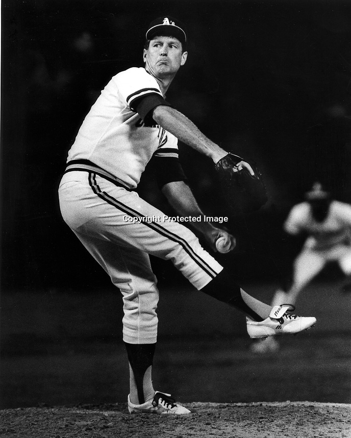 Tommy John pitching for the Oakland A's 1985   photo/Ron Riesterer/photoshelter)