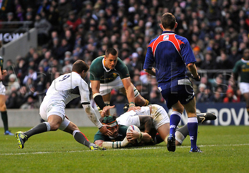27.11.2010. Victor Matfield (capt) of South Africa attempts to go over the try line. International Rugby England vs South Africa at Twickenham Stadium, England.