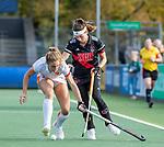 AMSTELVEEN - Laura Nunnink (OR) met Eva de Goede (Adam) tijdens de hoofdklasse hockeywedstrijd dames,  Amsterdam-Oranje Rood (2-2) .   COPYRIGHT KOEN SUYK