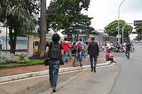 SÃO PAULO, SP, 04.03.2016  - OPERAÇÃO-LAVA JATO - Movimentação em frente a Policia Federal do Aeroporto de Congonhas onde previsto o depoimento do ex presidente Luiz Inacio Lula da Silva por se tratar de um local mais seguro como parte da 24ª fase da Operação Lava Jato. A ação também ocorre no Instito Lula e no prédio do ex-presidente Luiz Inácio Lula da Silva e de seu filho Fábio Luiz Lula da Silva, também conhecido como Lulinha. Essa fase da operação foi batizada de Aletheia. Lula foi alvo de mandado de busca e apreensão e de condução coercitiva (quando o investigado é levado para depor) na região sul da cidade de São Paulo nesta sexta-feira, 04.  (Foto: Vanessa Carvalho/Brazil Photo Press)
