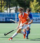 UTRECHT - Florian Fuchs (Bldaal) met Robbert Kemperman (Kampong)    tijdens   de hoofdklasse competitiewedstrijd mannen, Kampong-Bloemendaal (2-2) .  COPYRIGHT   KOEN SUYK
