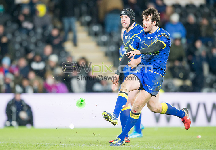 Picture by Allan McKenzie/SWpix.com - 02/03/2018 - Rugby League - Betfred Super League - Hull FC v Warrington Wolves - KC Stadium, Kingston upon Hull, England - Stefan Ratchford kicks off.