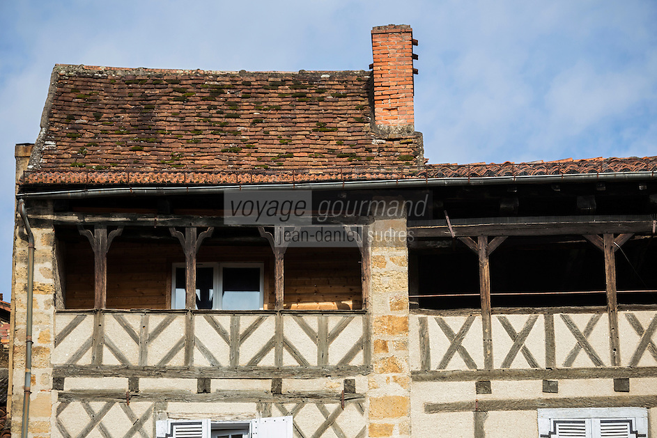 France, Midi-Pyrénées, Lot (46), Figeac, soleilho rue Gambetta,  galeries couvertes sous les toits , les soleilhos,  servaient jadis au séchage du linge ou des peaux   // France, Midi Pyrenees, Lot), Figeac, Soleilho rue Gambetta, galleries covered under roofs, soleilhos, once used for drying clothes or animals skins