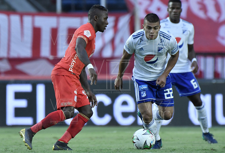 CALI - COLOMBIA, 21-04-2019: Jhonier Viveros del América disputa el balón con Jhon Duque Arias de Millonarios durante partido por la fecha 17 de la Liga Águila I 2019 entre América de Cali y Millonarios jugado en el estadio Pascual Guerrero de la ciudad de Cali. / Jhonier Viveros of America struggles the ball with Jhon Duque Arias of Millonarios during match for the date 17 as part of Aguila League I 2019 between America Cali and Millonarios played at Pascual Guerrero stadium in Cali. Photo: VizzorImage / Gabriel Aponte / Staff