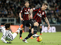 Calcio, Serie A: Juventus vs Milan. Torino, Juventus Stadium, 21 novembre 2015. <br /> AC Milan's Juraj Kucka, right, is challenged by Juventus' Hernanes during the Italian Serie A football match between Juventus and AC Milan at Turin's Juventus stadium, 21 November 2015. Juventus won 1-0.<br /> UPDATE IMAGES PRESS/Isabella Bonotto