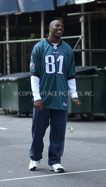 WWW.ACEPIXS.COM . . . . . ....NEW YORK, OCTOBER 4, 2005....Terrell Owens arrives for an appearance on The Late Show with David Letterman.....Please byline: KRISTIN CALLAHAN - ACE PICTURES.. . . . . . ..Ace Pictures, Inc:  ..Craig Ashby (212) 243-8787..e-mail: picturedesk@acepixs.com..web: http://www.acepixs.com