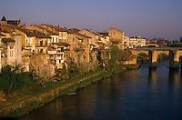 Europe/France/Aquitaine/47/Lot-et-Garonne/Villeneuve-sur-Lot : Pont vieux et vieilles maisons sur les rives du Lot