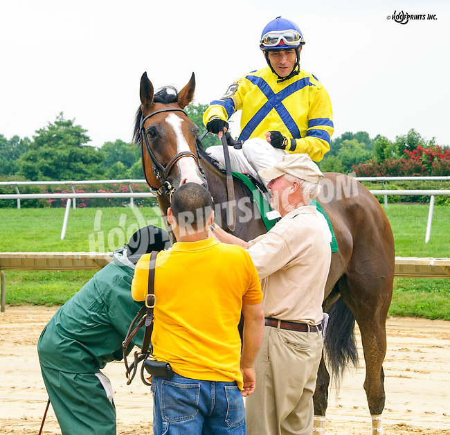 Con Gee winning at Delaware Park on 7/30/16