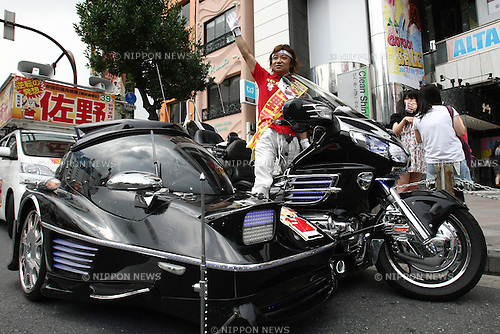 July 6, 2010 - Tokyo, Japan -  Candidate for the upcoming upper house election Hidemitsu Sano rides his Honda Goldwing GL1800 trike and delivers a speech for Japanese voters in Tokyo on July 6, 2010. Founder of the The Shinto Honshitsu (Essential Party) in 2009, Sano is a one-man band self-styled political party who has a passion for tuned cars and motorcycles, which are a feature of his political campaigning.