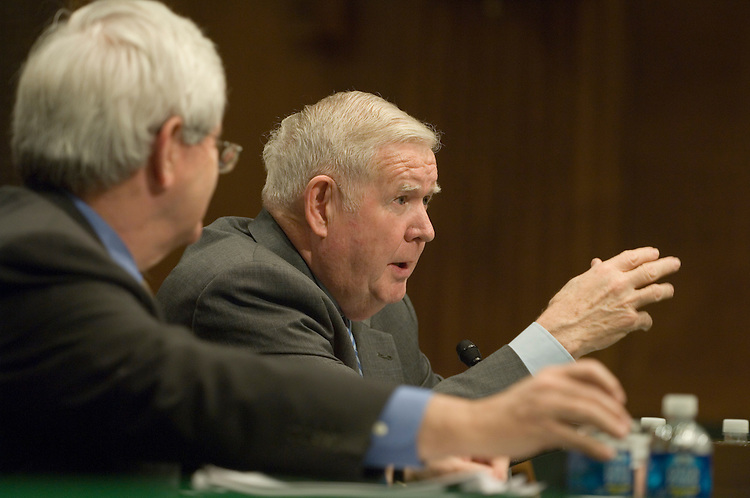 "Former House Speaker Newt Gingrich, R-Ga. and John Murtha, D-Pa.; testify before the  full committee hearing on ""Iraq: Alternative Plans Continued - Session 3 - Federalism, Side with the Majority, Strategic Redeployment, Negotiate."". ."
