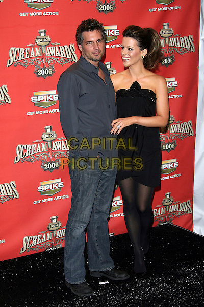 "LEN WISEMAN & KATE BECKINSALE.At Spike TV's ""Scream Awards 2006"", Press Room,. at the Pantages Theatre, Hollywood, California, USA, .7th October 2006..full length married husband wife couple black sequined strapless dress bow tights .Ref: ADM/ZL.www.capitalpictures.com.sales@capitalpictures.com.©Zach Lipp/AdMedia/Capital Pictures."