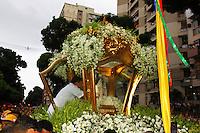 BELÉM, PA, 11.10.2014 - TRASLADAÇÃO / CÍRIO 2014 / BELÉM  - A imagem de Nossa Senhora de Nazaré durante o inicio da trasladação na noite deste sábado (11), em Belém. O  traslado da Imagem é realizada na noite do sábado que antecede o Círio de Nazaré. tem o  seu percurso do Colégio Gentil Bittencourt até Igreja da Sé,onde os fiéis se dirigem em procissão. A trasladação faz o sentido inverso ao do Círio. (Foto: Paulo Lisboa / Brazil Photo Press)