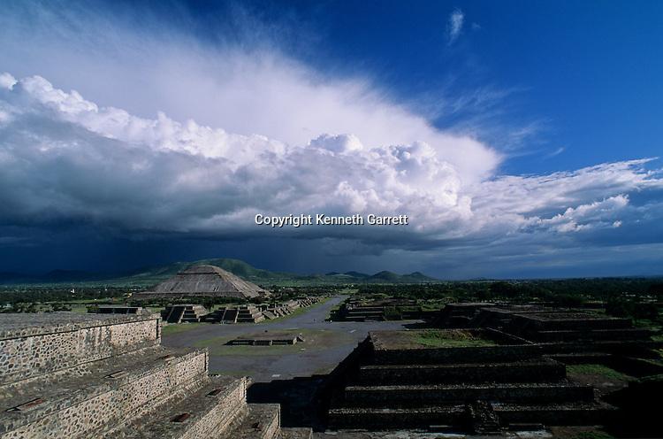 Citadel & Avenue of the Dead, Cerro Gordo, Pyramid of the Sun, Pyramid of the Moon, The city covers nearly 8 square miles, Teotihuacan, Mexico