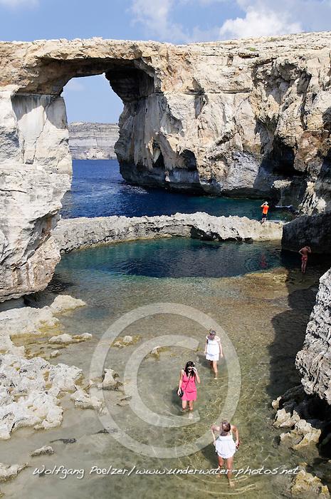 Zerka Tor, Azur Windwow and Blue Hole with people, Gozo, Malta, Sued Europa, Mittelmeer, Mare Mediterraneum, Sotuh Europe, Mediterranean Sea
