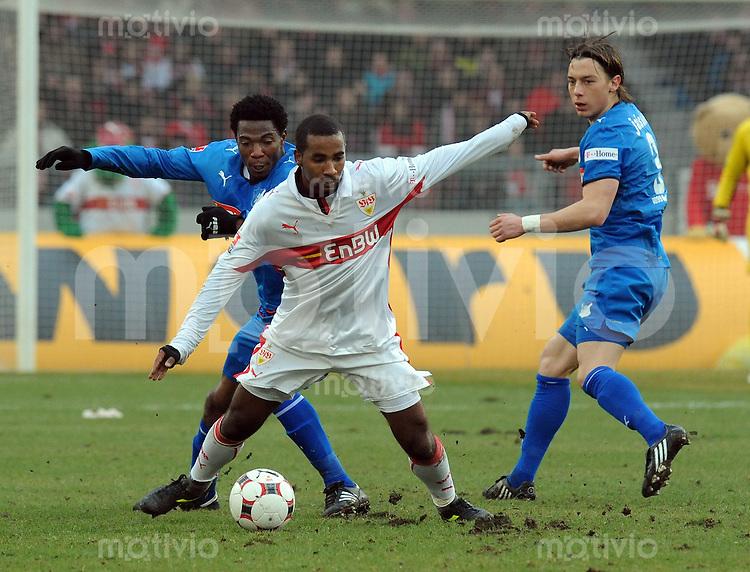 FUSSBALL   1. BUNDESLIGA   SAISON 2008/2009   21. SPIELTAG VfB Stuttgart - TSG 1899 Hoffenheim   21.02.2009 Cacau (mitte, Stuttgart) gegen Isaac Vorsah (li, Hoffenheim) und Matthias Jaissle (re, Hoffenheim)